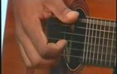 Aula de violão básica sobre dedilhados e ritmos.