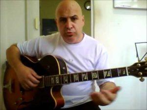 Video aula de harmonização da música Felicidades.