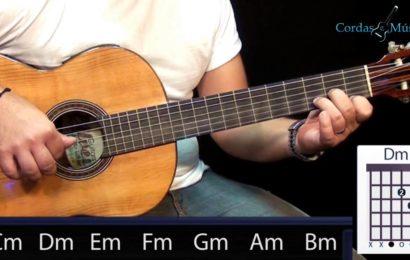 Exercício de dedilhados no violão